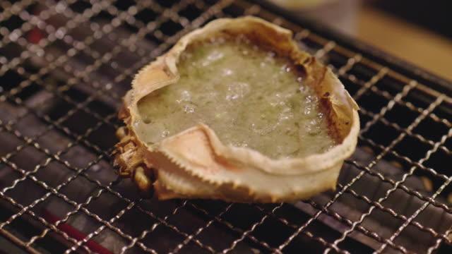 japansk mat krabba pasta och krabba ägg - misosås bildbanksvideor och videomaterial från bakom kulisserna