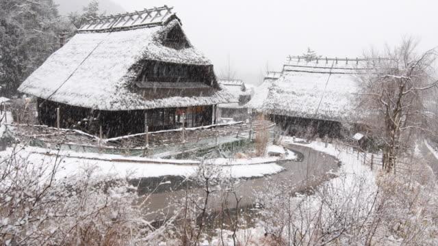 冬の日本の家 - 冬点の映像素材/bロール