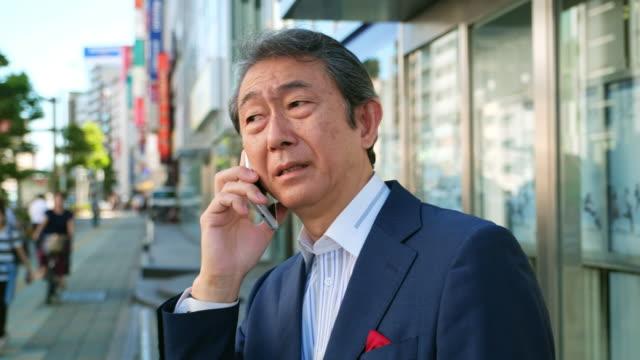 電話を使用して日本の男 - ビジネスマン 日本人点の映像素材/bロール