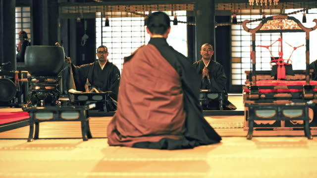 ds japanese monks praying in a temple - tempio video stock e b–roll
