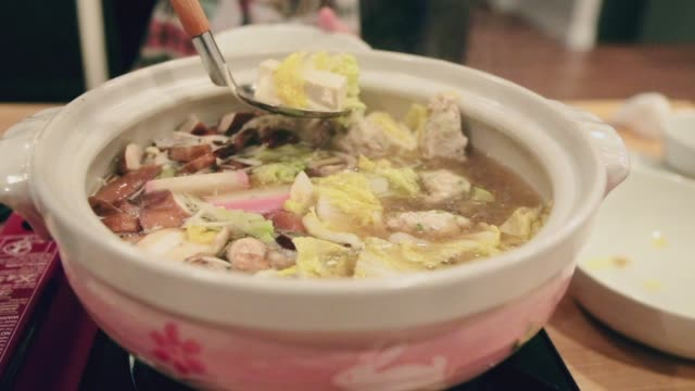 stockvideo's en b-roll-footage met japanse nabe hot pot diner - breakfast table