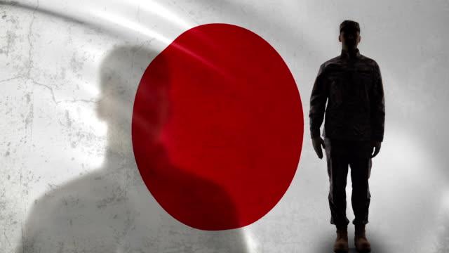 国旗に対する日本兵シルエット挨拶、ブレイブ軍曹 - 軍事点の映像素材/bロール