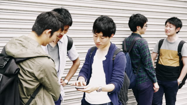 ms 日本の学生の放課後の付き合い - 若者文化点の映像素材/bロール