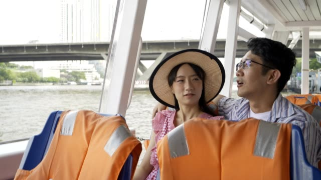 japanese touristor visit to thailand and travel by boat. - fiume chao phraya video stock e b–roll