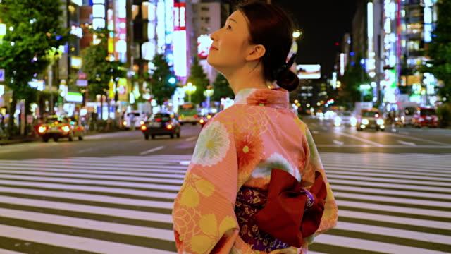 日本人女性 着物新宿ジャパン - 広告点の映像素材/bロール