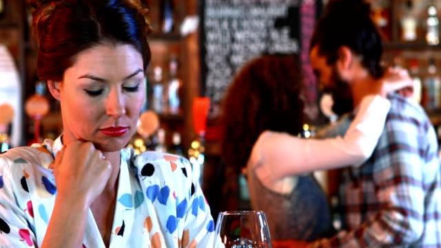 jealous woman looking at dancing couple - rivalità video stock e b–roll