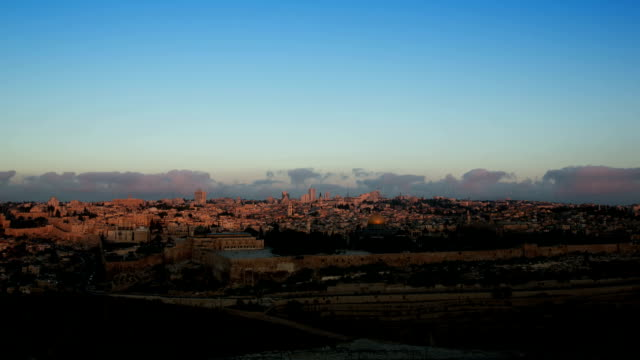 jerusalem sonnenaufgang zeitraffer von der ölberg in jerusalem israel - tora stock-videos und b-roll-filmmaterial