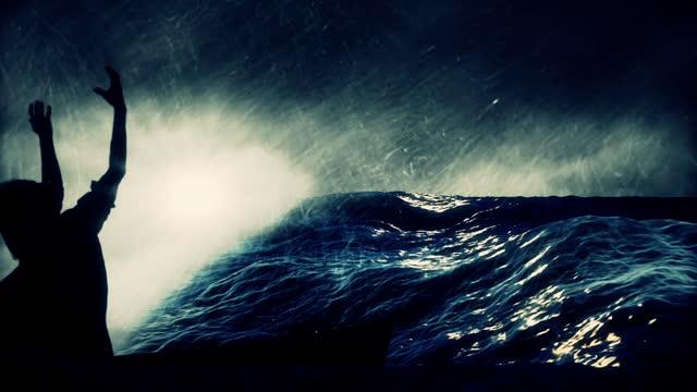 stockvideo's en b-roll-footage met jezus kalmeert de storm op een visboot aan de zee van galilea - nieuwe testament