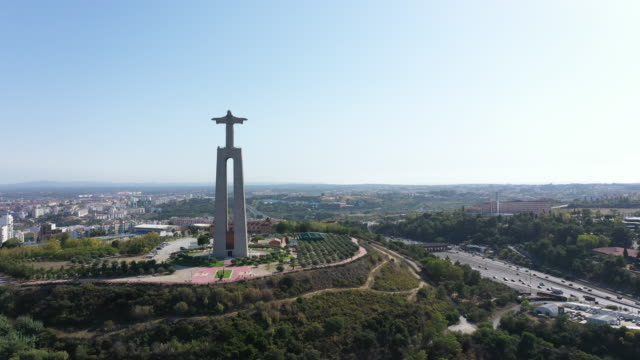vídeos de stock e filmes b-roll de jesus christ statue in lisbon - cristo rei lisboa