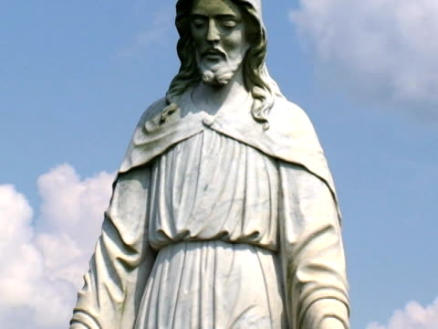 jesús statua del cimitero - rappresentazione umana video stock e b–roll