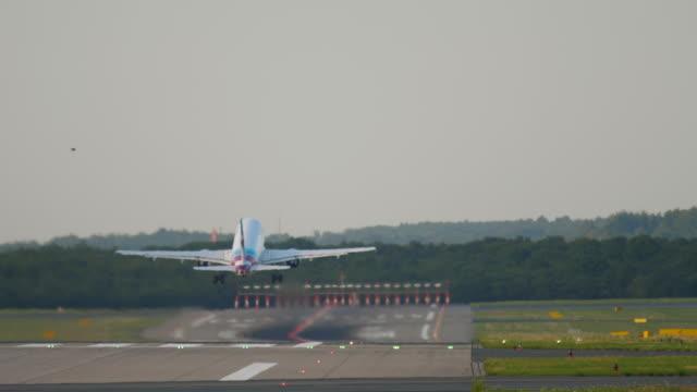 ジェット機出発 ビデオ