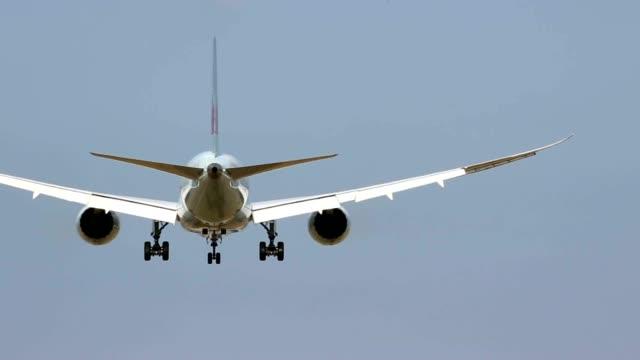 stockvideo's en b-roll-footage met jet landing - schiphol