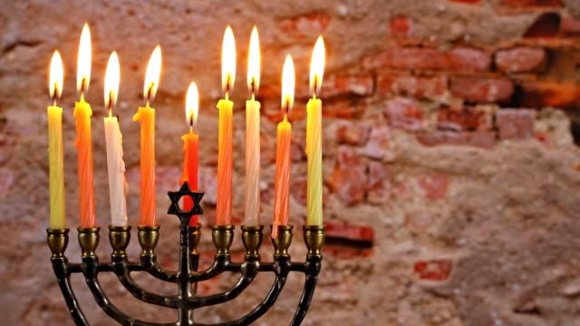 vídeos y material grabado en eventos de stock de símbolos de hannukah festivos judíos - menorah. copiar fondo de espacio. - hanukkah