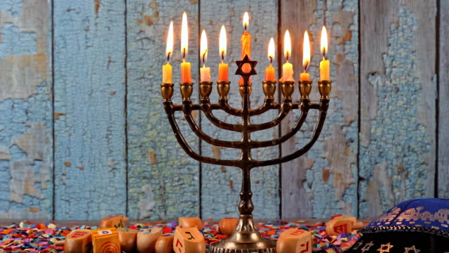 vídeos y material grabado en eventos de stock de fiesta judía hanukah las velas de aceite de oliva menorah celebrando - hanukkah