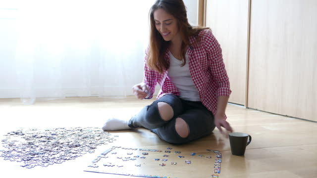 jigsaw puzzle - puzzle video stock e b–roll