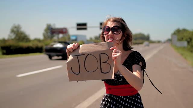 vídeos de stock, filmes e b-roll de trabalho caça highway - dividindo carro