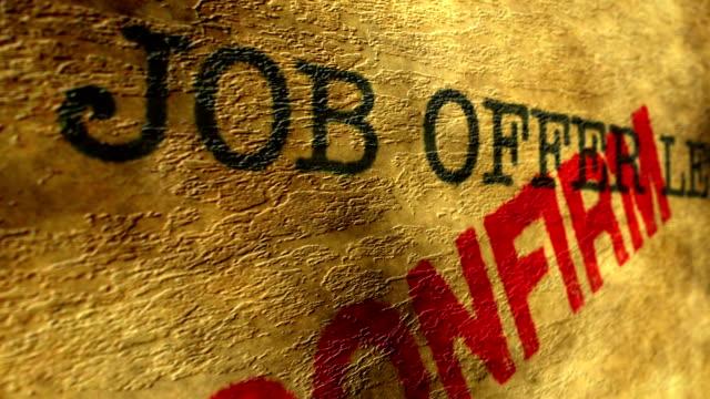 vídeos de stock, filmes e b-roll de confirmar a carta de oferta de emprego - validação