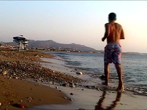 jogging at the beach - människolem bildbanksvideor och videomaterial från bakom kulisserna