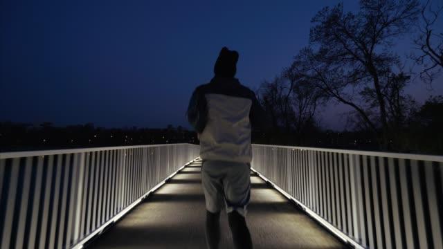 夕方にジョギング。 - 耐久力点の映像素材/bロール