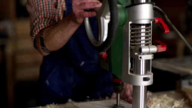 joiner drilling wood - leva video stock e b–roll