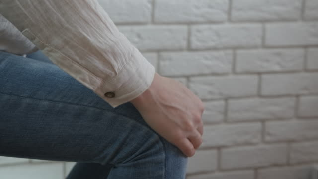 vídeos de stock e filmes b-roll de joint pain. - músculo humano