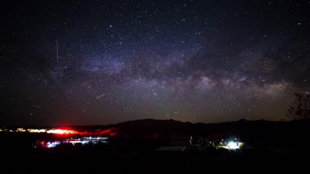 ジョシュア ツリー国立公園天の川タイムラプス キャンプ場 - ジョシュアツリー国立公園点の映像素材/bロール