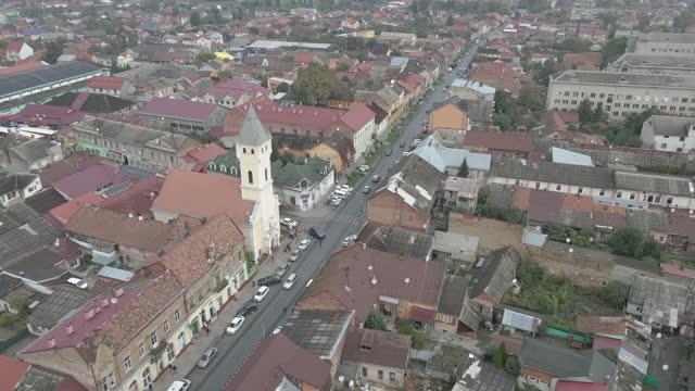 viaggio. la città di mukachevo. ucraina. vista aerea. - transcarpazia video stock e b–roll