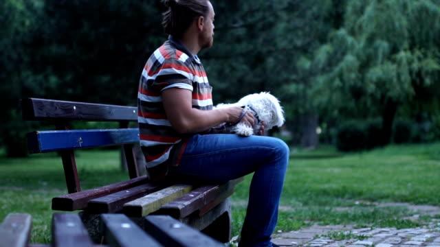stockvideo's en b-roll-footage met vreugde in een park - alleen één mid volwassen man