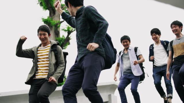 ms うれしそうな日本人学校 - 若者文化点の映像素材/bロール