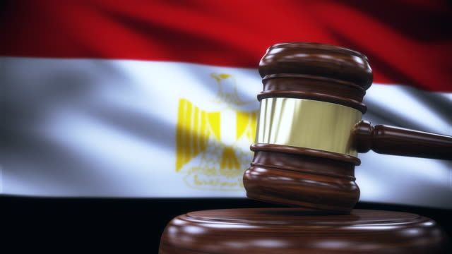 judge gavel with egypt flag background - египет стоковые видео и кадры b-roll