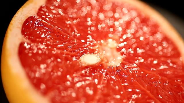 vidéos et rushes de pamplemousse juteux moitié, appétissant agrumes, source de vitamines, alimentation saine - pamplemousse