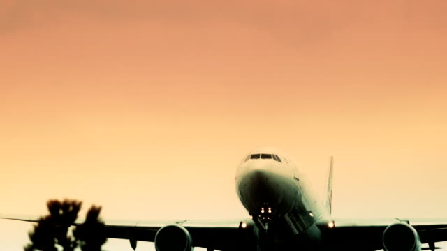 Jumbo jet passing overhead video
