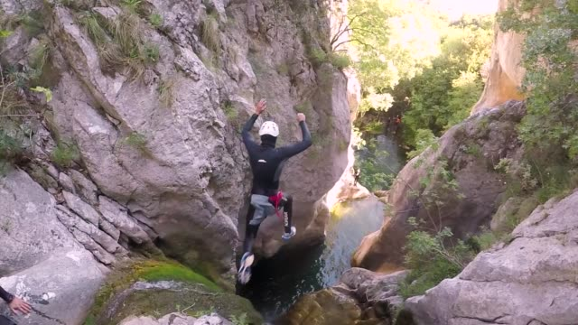 Jumping from extreme height in a canyon