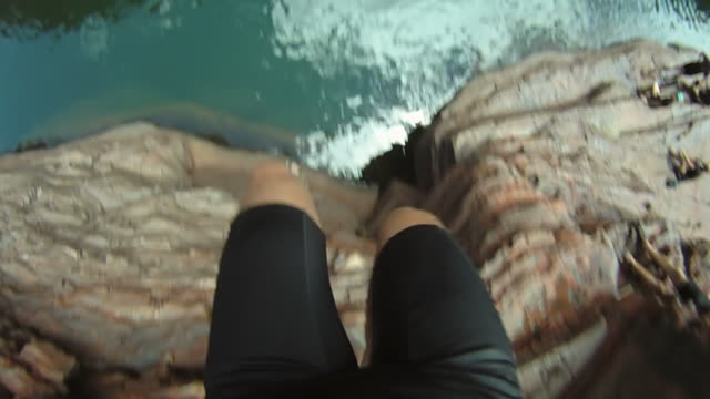 stockvideo's en b-roll-footage met hd slow-motion: jumping into the water - gopro