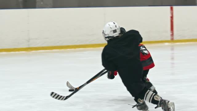 junior hokeja - łyżwa filmów i materiałów b-roll