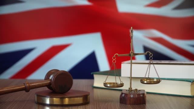 rättvisa för storbritannien lagar i brittisk domstol - vakta bildbanksvideor och videomaterial från bakom kulisserna