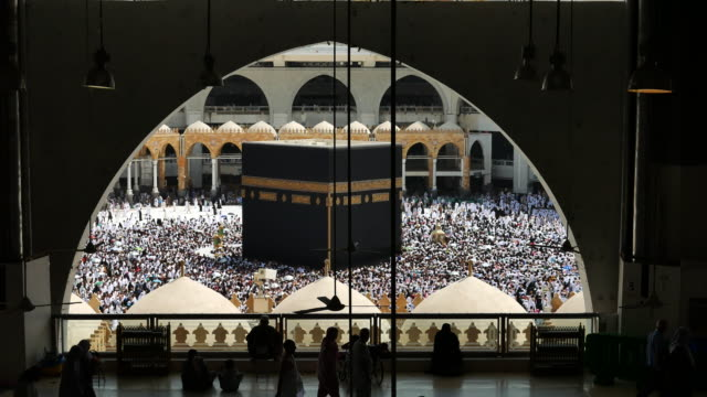 kaba mekka hajj muslimska folk publiken be - pilgrimsfärd bildbanksvideor och videomaterial från bakom kulisserna