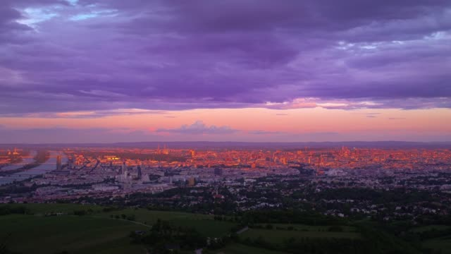 vídeos de stock e filmes b-roll de kahlenberg vienna sunset timelapse - smart city