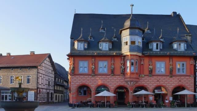 Kaiserworth at Marktplatz in Goslar, Germany Kaiserworth (Gildehaus of cloth trader), UNESCO World Heritage Site at Marktplatz in Goslar. Lower Saxony Germany, Europe bay window stock videos & royalty-free footage