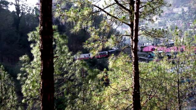 kalka–shimla railway (mountain railways), india - intercity filmów i materiałów b-roll