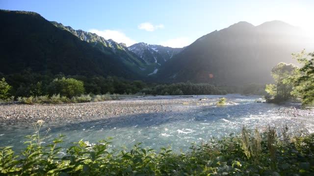 夏の上高地国立公園 - カッコいい点の映像素材/bロール