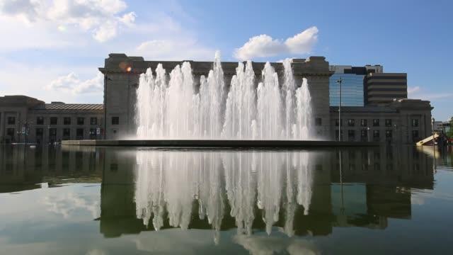 kansas city union station fountains - missouri стоковые видео и кадры b-roll