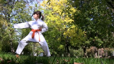 vidéos et rushes de hd : karaté girl - arts martiaux