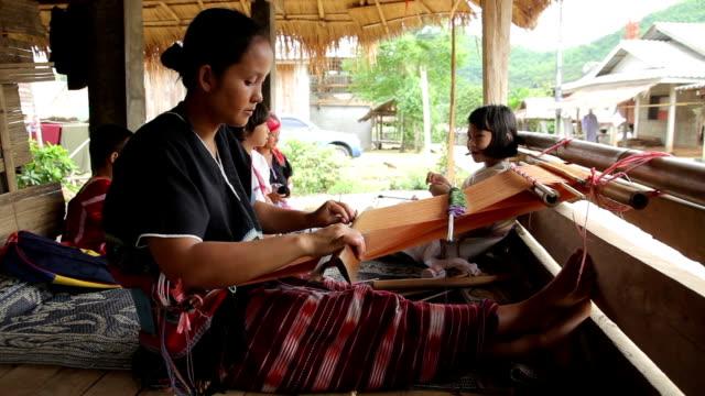 karen women are weaving - väva bildbanksvideor och videomaterial från bakom kulisserna