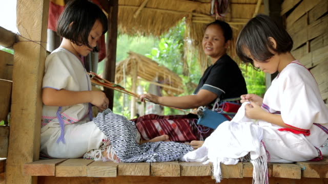 stockvideo's en b-roll-footage met karen's family is weaving and sewing - oost aziatische cultuur