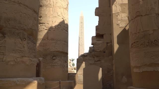 luksor, mısır'daki karnak tapınağı. karnak tapınağı karnak bilinen karmaşık, çürümüş tapınaklar, şapel, dikmesi ve diğer binalar mısır'daki büyük bir karışımı oluşur. - obelisk stok videoları ve detay görüntü çekimi