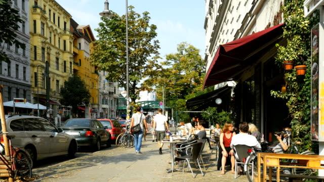 kastanienallee street scene in berlin (4k/uhd to hd) - berlin city bildbanksvideor och videomaterial från bakom kulisserna
