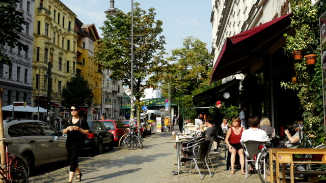 kastanienallee ストリートシーンベルリン(4 k /uhd hd ) - カフェ文化点の映像素材/bロール