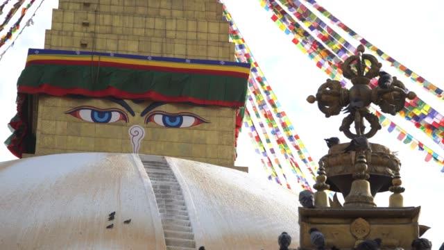 カトマンズ, ネパール: カトマンズ、ネパールのボダナート。ボダナートは、カトマンズ、ネパールの仏塔です。ネパール最大の球状仏塔の一つです。 - ネパール人点の映像素材/bロール