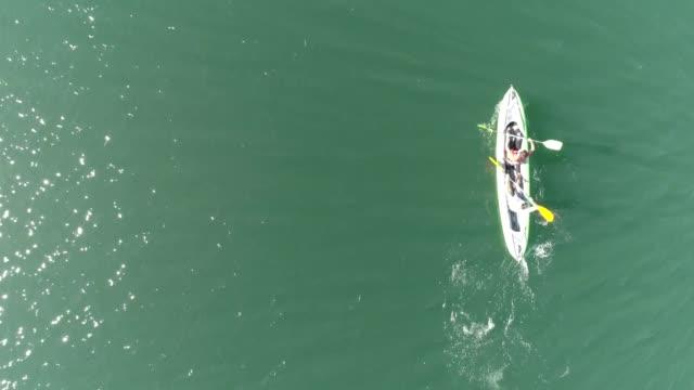 vidéos et rushes de kayak de drone - kayak